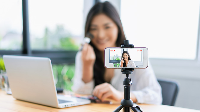 Social Media Start erstellt Influencer Video